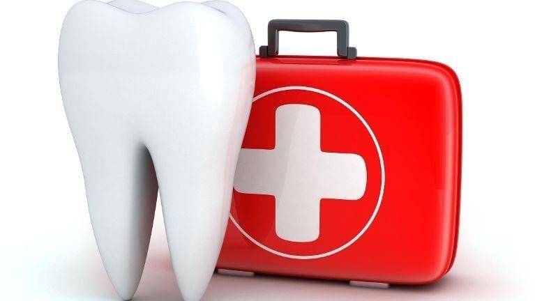 Cartoon tooth next to a first aid kit | Dental Emergencies in Kingsport, TN | Hagan Dentistry